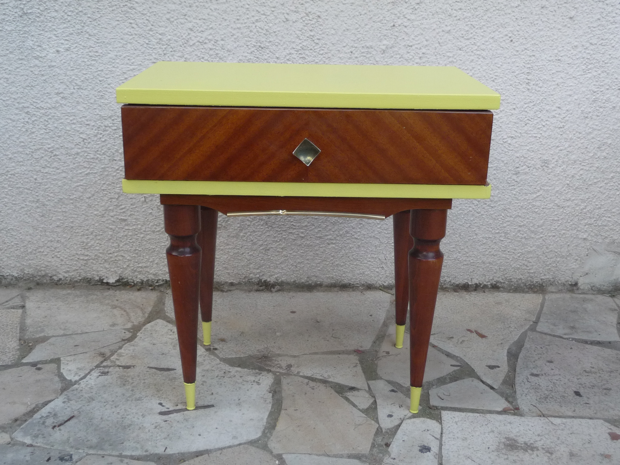 Table de chevet ann e 60 en mode fluo - Table de chevet jaune ...