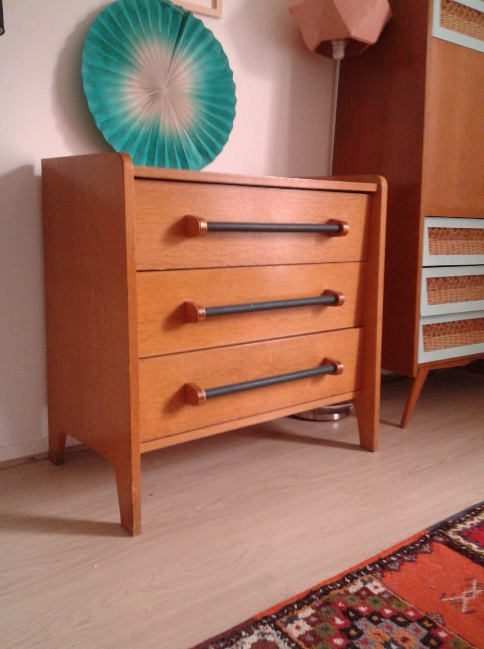 commode-vintage-pieds-ailerons